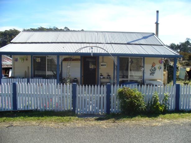 Rustic Tasmanian Cottage